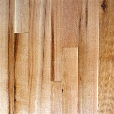 Red Oak Character Rift and Quartered Prefinished Engineered
